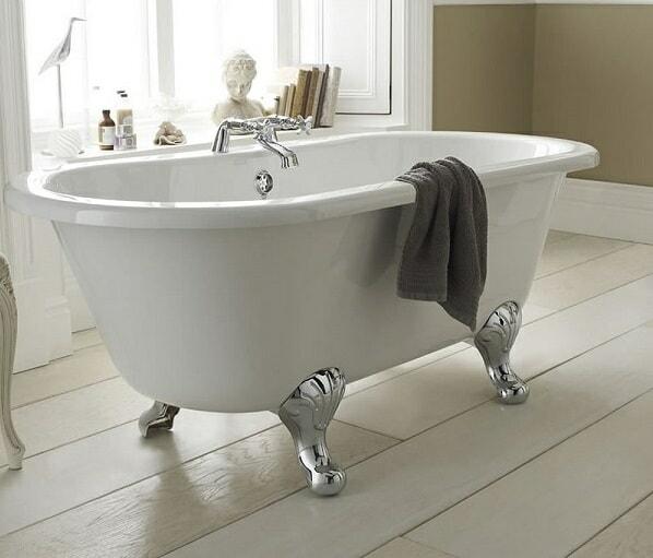 traditional clawfoot bathtub