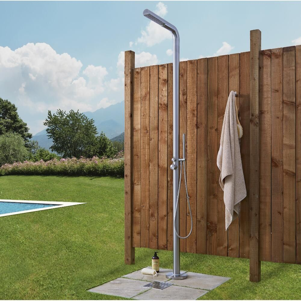 Lugo outdoor shower