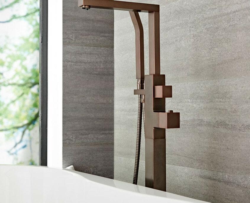kubix freestanding tub faucet bronze